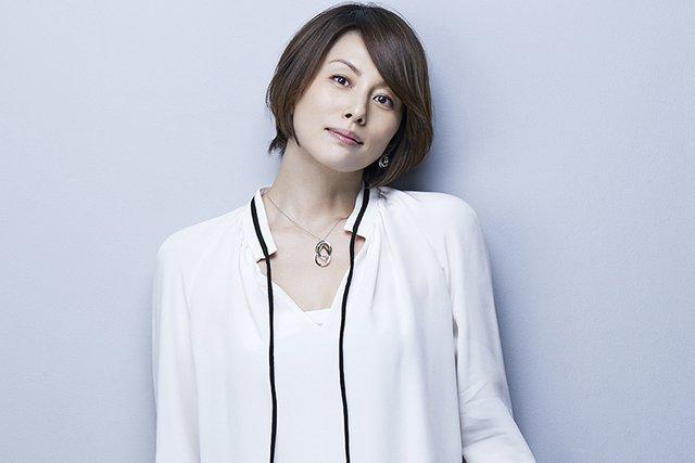 「肩幅が広い 米倉涼子」の画像検索結果