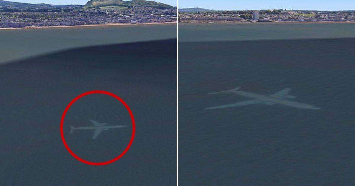 untitled design 77.png?resize=412,232 - Sur Google Earth, un avion apparaît submergé sous l'eau laissant beaucoup de monde intrigué