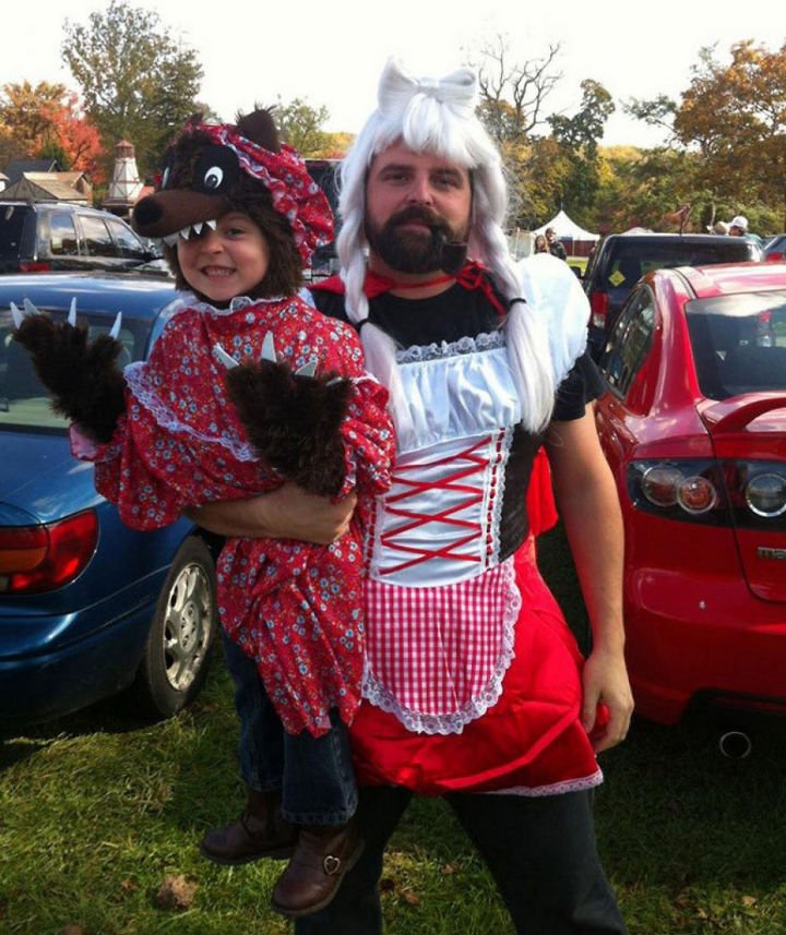 16 Super Dads Are Heroes to Their Kids - His daughter wanted to be the wolf for Halloween.