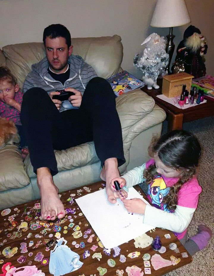 16 Super Dads Are Heroes to Their Kids - This dad loves getting his toenails done and his daughter loves it too.