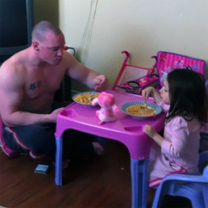 16 Super Dads Are Heroes to Their Kids - Daddy having breakfast time with his daughter.