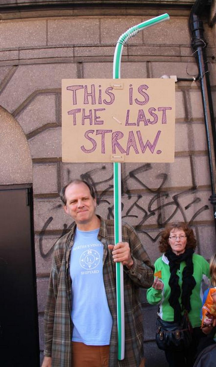 16 Funny Dads - This dad putting his foot and straw down.