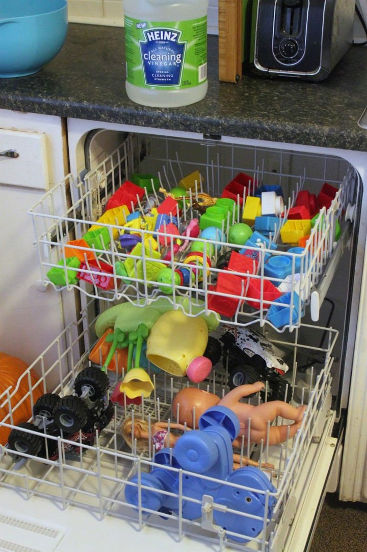 16 Cleaning Tips and Hacks - Clean your kids toys with your dishwasher and vinegar.