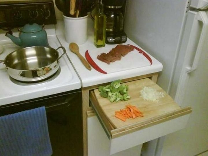 17 Kitchen Hacks - Place your cutting board on an opened drawer to add extra space while cooking.