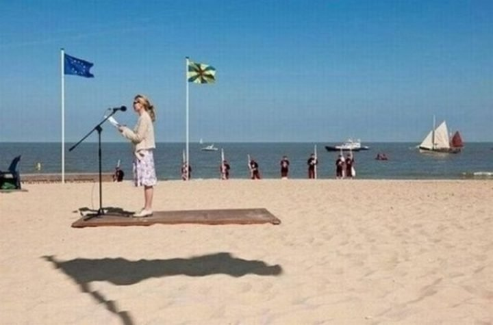 18 Perfectly Timed Photos - Who wouldn