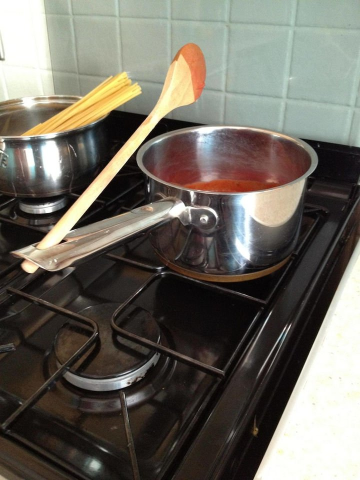21 Everyday Life Hacks - Who needs a spoon holder when most pots and pans have a hole in the handle.