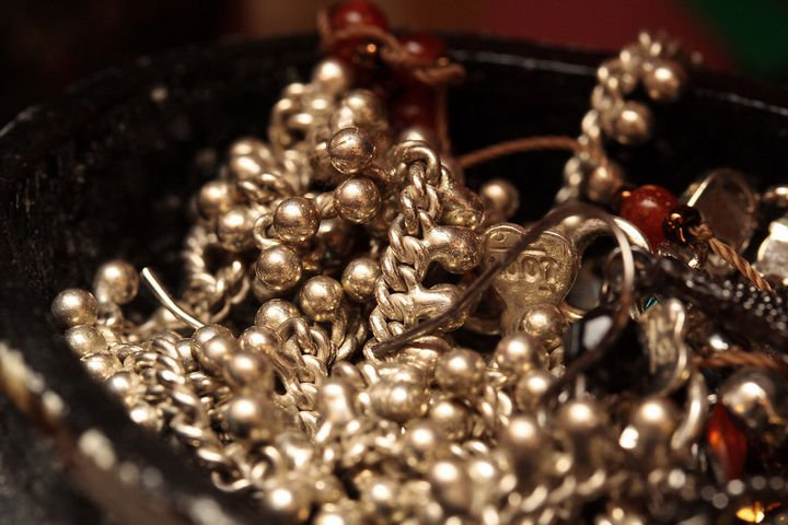 22 Handy Silica Gel Uses - Prevent corrosion on your silver jewelry.