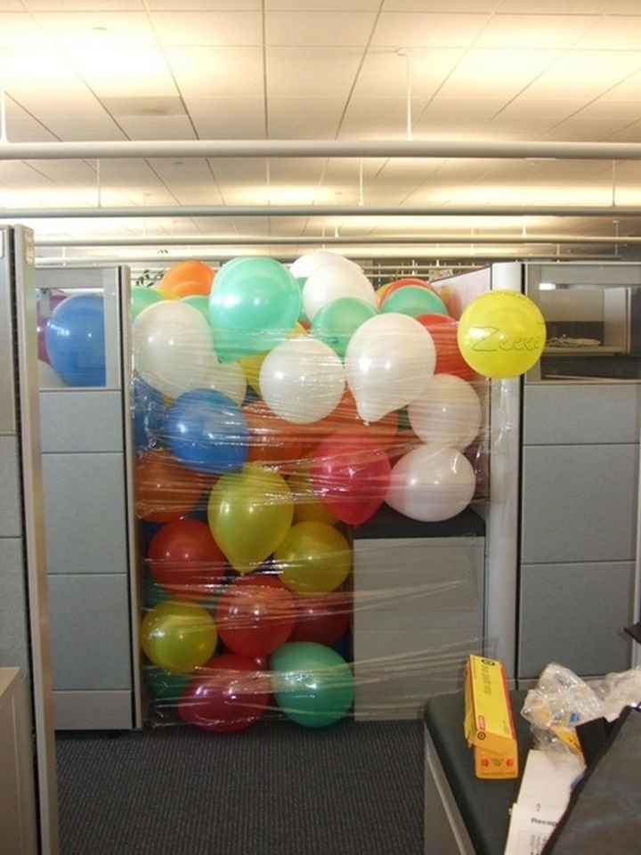 25 Office Pranks - Who wouldn