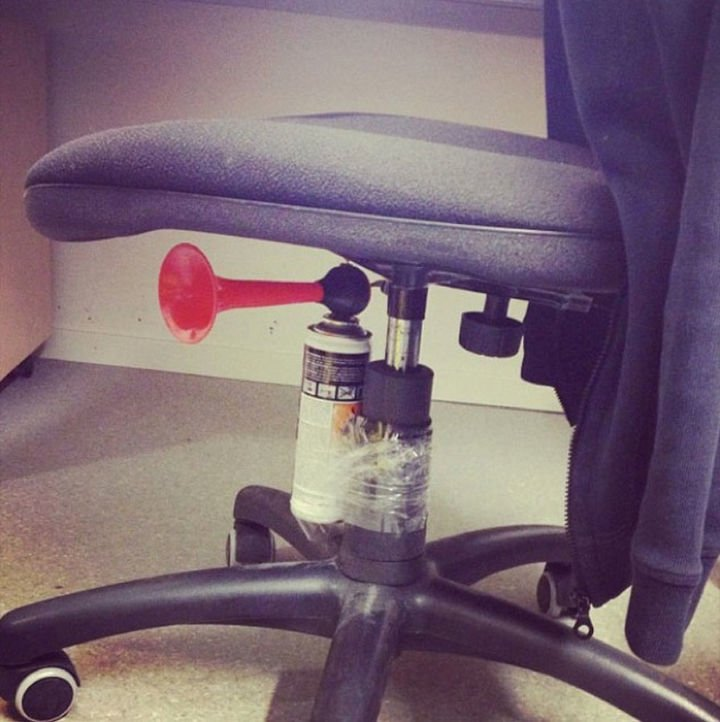 25 Office Pranks - If this doesn
