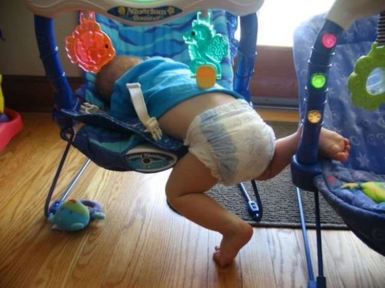 25 Kids Sleeping in the Strangest Places - Didn