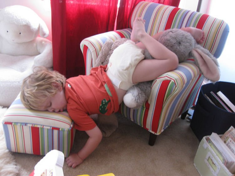 25 Kids Sleeping in the Strangest Places - Taking a nosedive.
