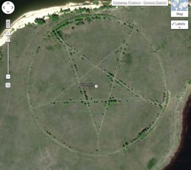 25 Weird Things Found on Google Maps - A giant pentagram in a field. That