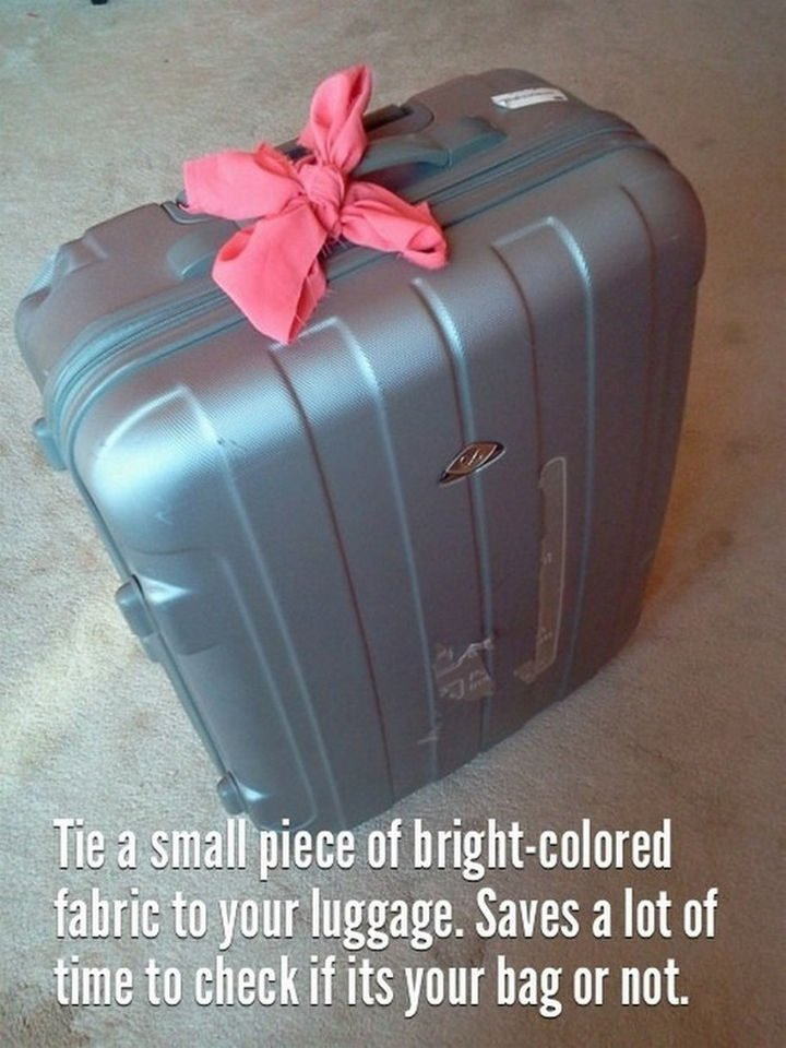 26 Simple Life Hacks - A great way to make your luggage unique.