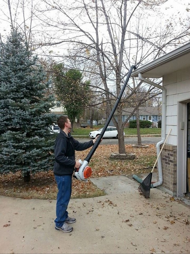 26 Simple Life Hacks - Attach PVC pipes together and secure it to your leaf blower to easily clean your eavestroughs.