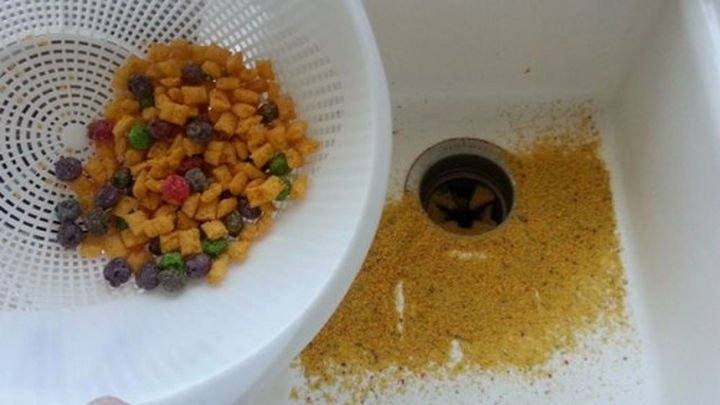 26 Simple Life Hacks - Use a colander to avoid a crumby bowl of cereal.