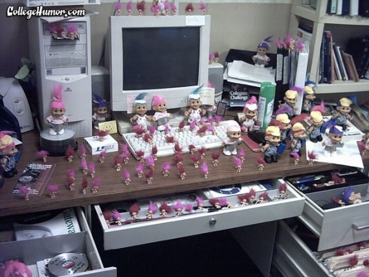 26 Funny Office Pranks - Who wouldn