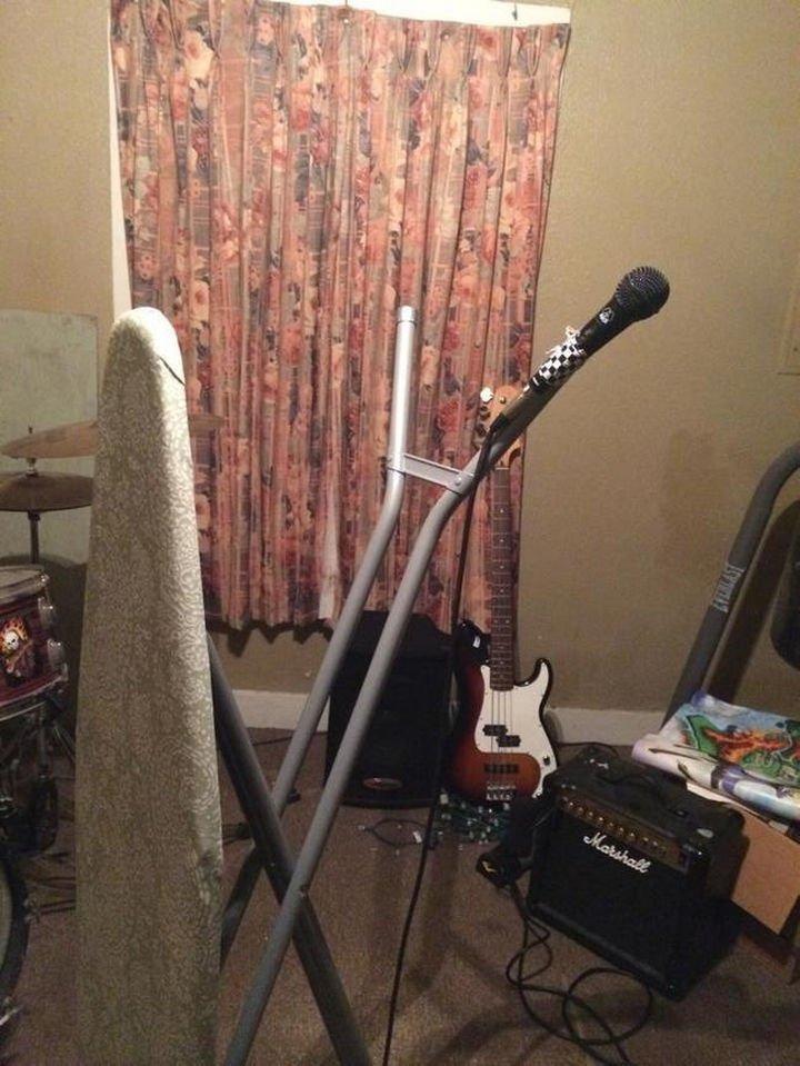 51 Crazy Life Hacks - DIY microphone stand.