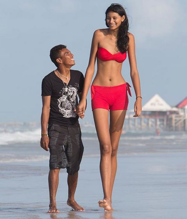 27 Tall People Problems Only Tall People Have - Finding people to date with the same height can be a challenge.