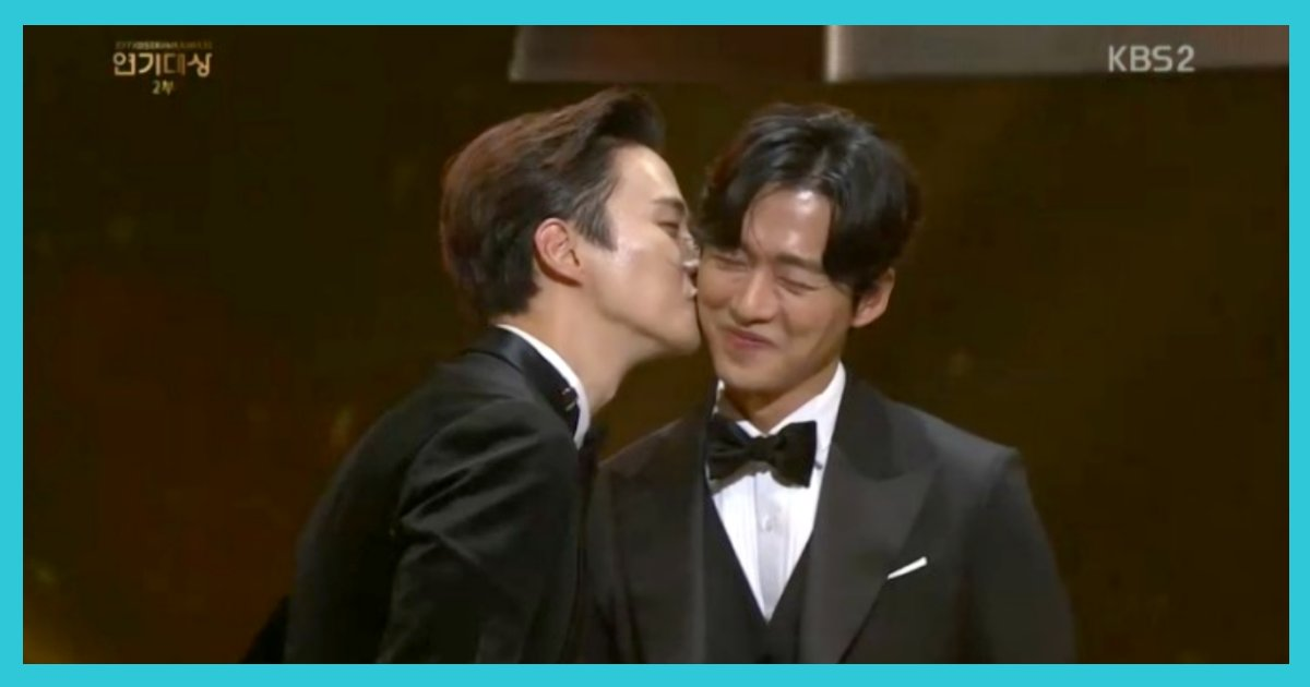 article thumbnail120405.png?resize=1200,630 - '러브라인' 없어도 멋있는 드라마가 목표였던 '김과장'에서 탄생한 '베스트 커플'