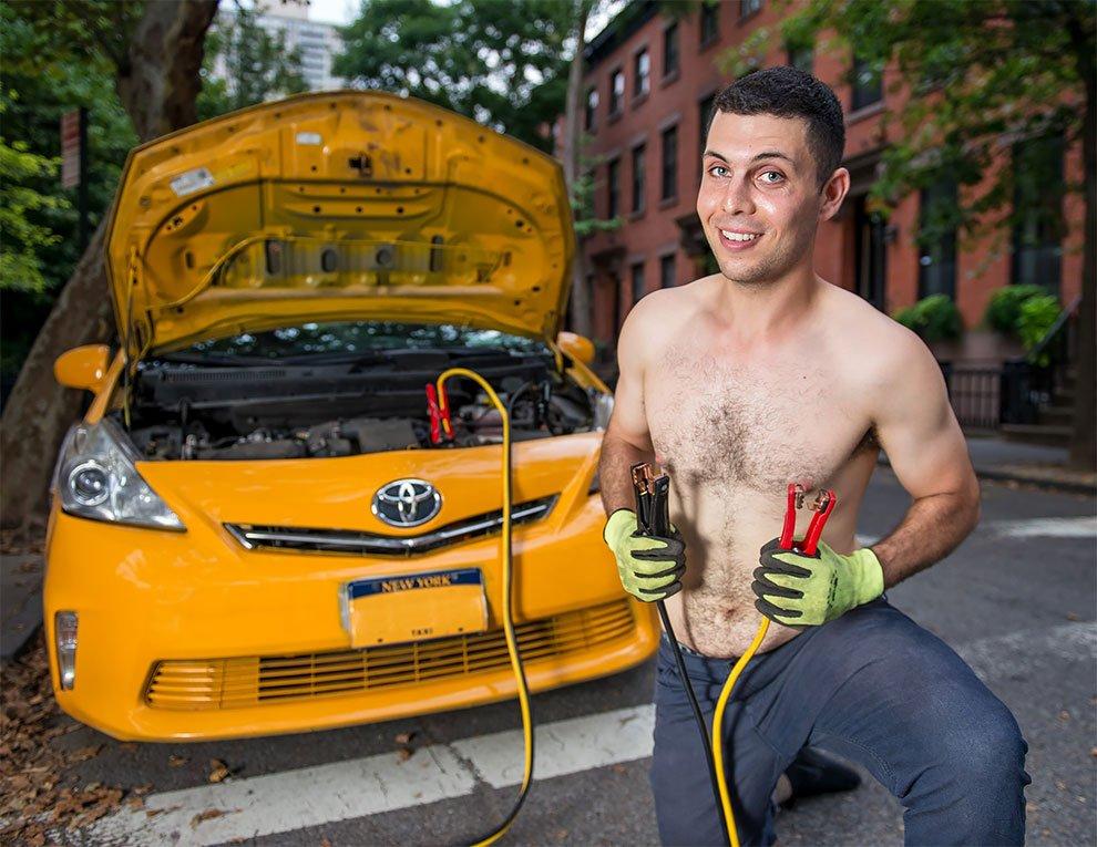 calendrier chauffeurs taxi new york 2019 8.jpg?resize=412,232 - Les chauffeurs de taxis de la ville de New-York posent pour un calendrier drôle et sexy