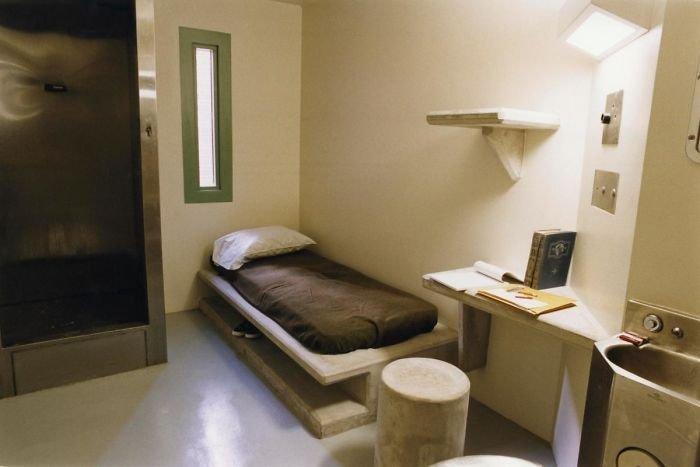 Voici à quoi ressemblent 37 cellules de prison du monde entier