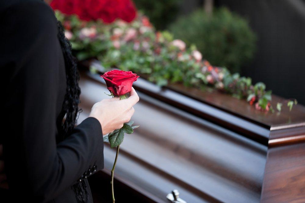 """depositphotos 79652906 m 2015.jpg?resize=1200,630 - Une femme """"accouche"""" 10 jours après sa mort"""