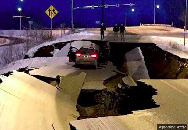img 5c06945d55efc.png?resize=412,232 - Un tremblement de terre massif a frappé l'Alaska et les photos sont terrifiantes