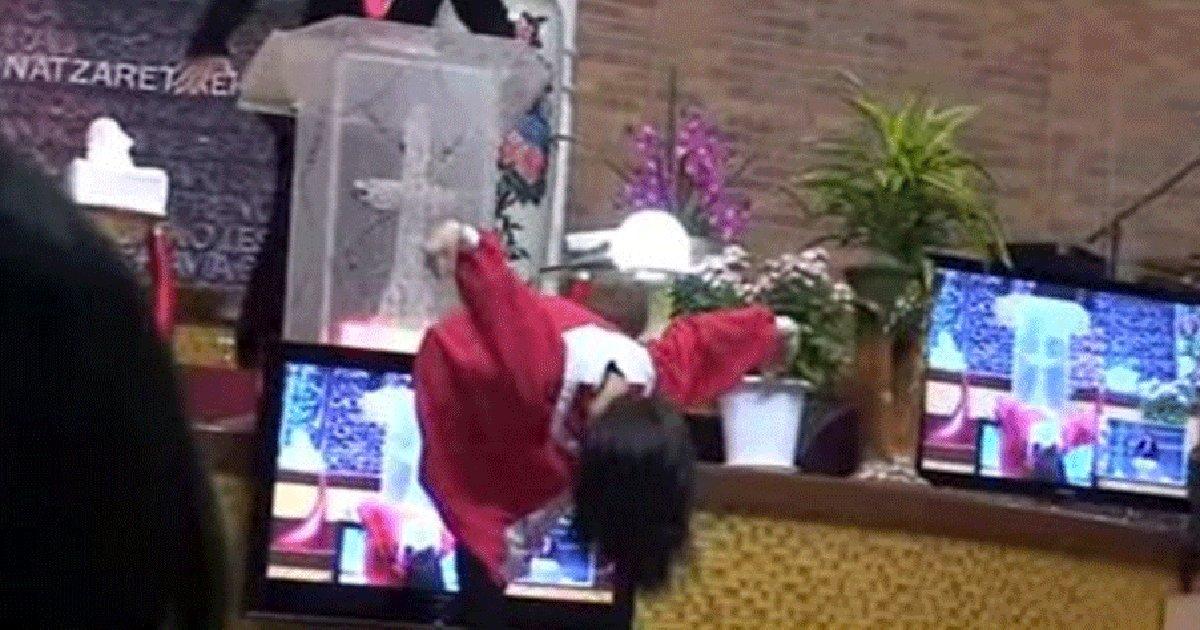 img 5c10d68654a2e.png?resize=412,232 - 교회에서 '독수리춤'으로 목사님 당황 시켰던 '교회 누나'의 충격 근황