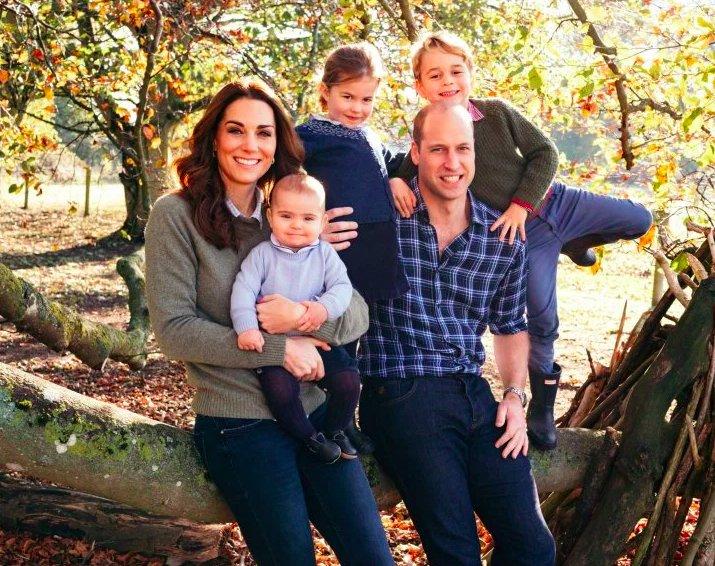 img 5c13e6a7be503 e1544808359294.png?resize=412,232 - Les cartes de Noël royales avec Kate avec George, Charlotte et Louis