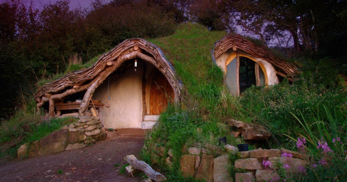 s.jpg?resize=1200,630 - Man Built His Own Hobbit Home With Just $5,000