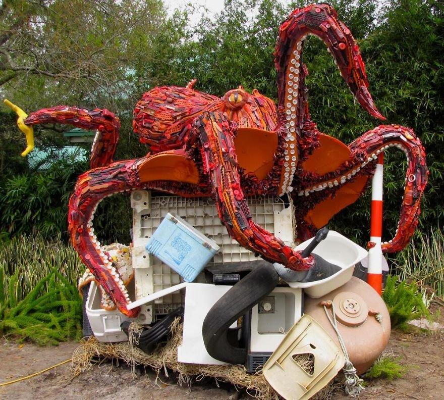 sculptures dechets plages pollution 2.jpg?resize=412,232 - Ces 14 sculptures ont été réalisées à partir de déchets récupérés sur la plage