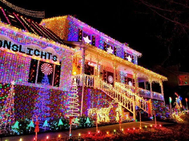 decorated his house with 300,000