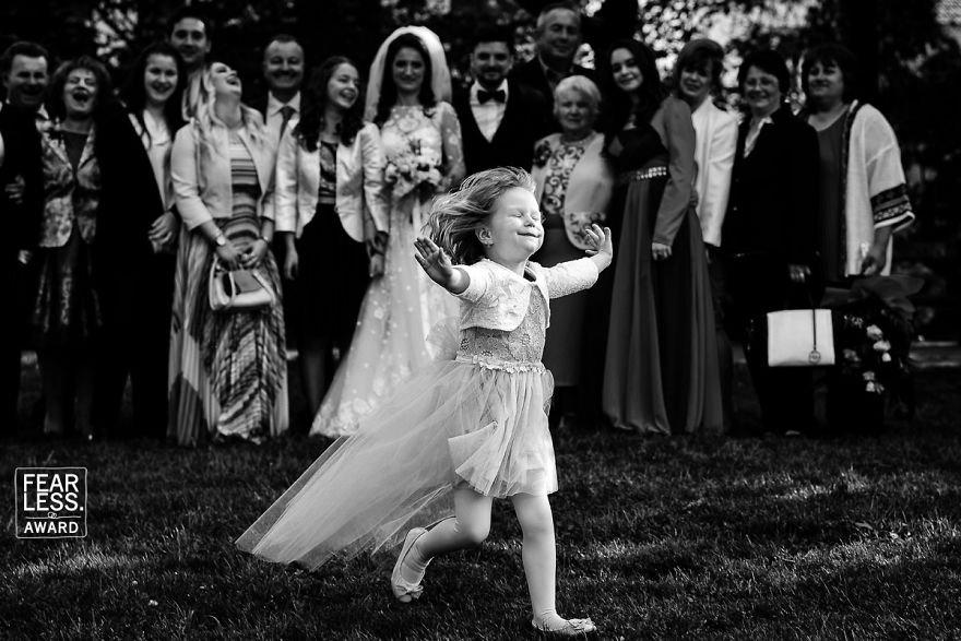 wedding photographers 014.jpg?resize=1200,630 - Un concours a récompensé les meilleurs photographes de mariage de 2018. Découvrez leurs superbes images!