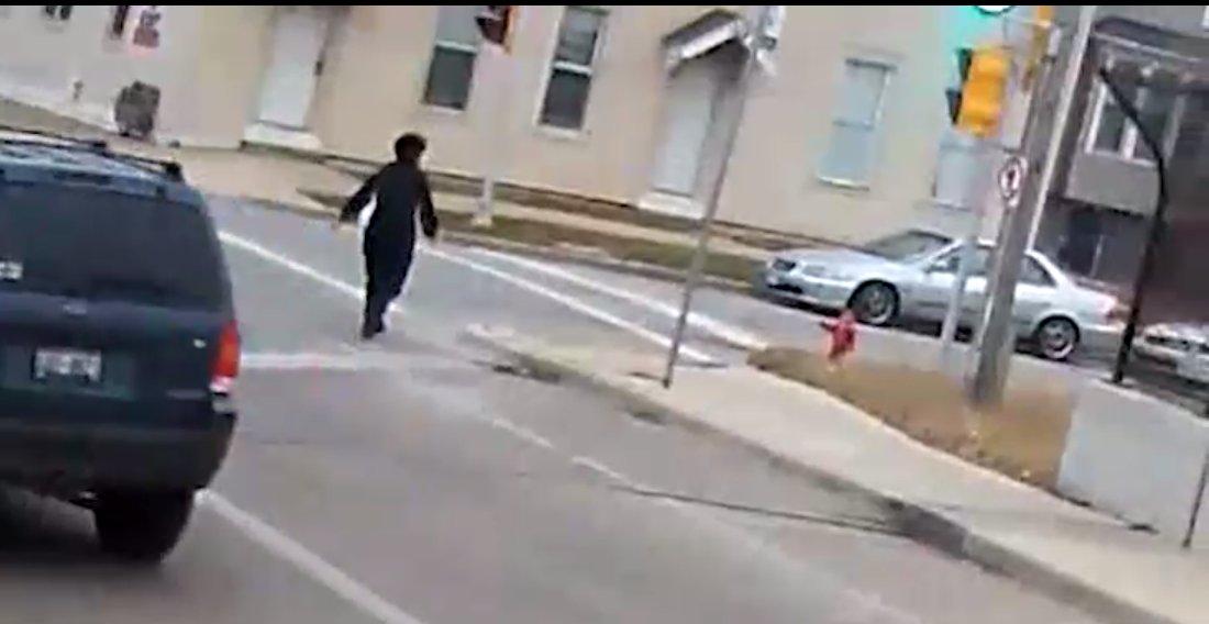capture decran 2019 01 11 a 12 50 48.png?resize=412,232 - Une conductrice de bus saluée après avoir secouru un bébé qui déambulait pieds nus près d'une autoroute