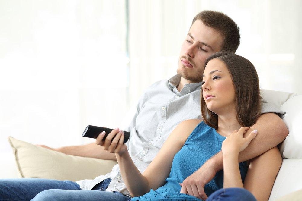 depositphotos 136830392 m 2015.jpg?resize=1200,630 - Une étude montre que l'on fait moins l'amour qu'il y a 10 ans, et Netflix serait en partie responsable.