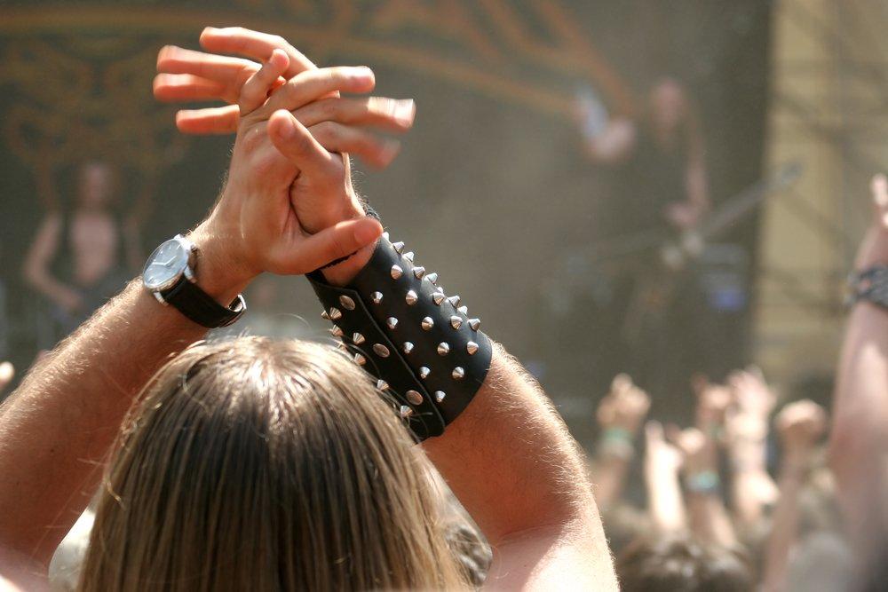 depositphotos 43513591 m 2015.jpg?resize=1200,630 - Deux hommes âgés se sont échappés de leur maison de retraite pour se rendre à un festival de heavy metal