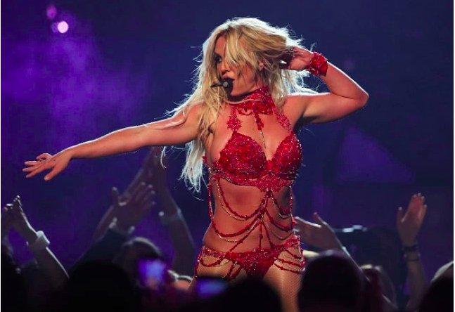 """img 5c3852f7ac5df e1547195268943.png?resize=412,232 - Britney Spears annonce une pause """" indéfinie """" et annule ses concerts à Las Vegas"""
