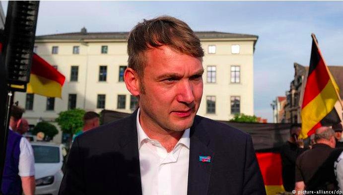 img 5c38bbf49736c.png?resize=412,232 - Le nouveau parti d'extrême droite allemand adopte un ancien symbole secret nazi