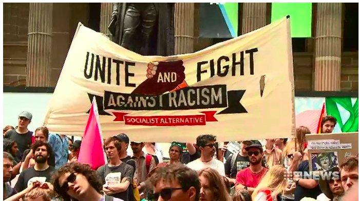 img 5c3facd6a641e.png?resize=300,169 - Australie : Des manifestants réagissent à un salut nazi aperçu lors d'un rassemblement