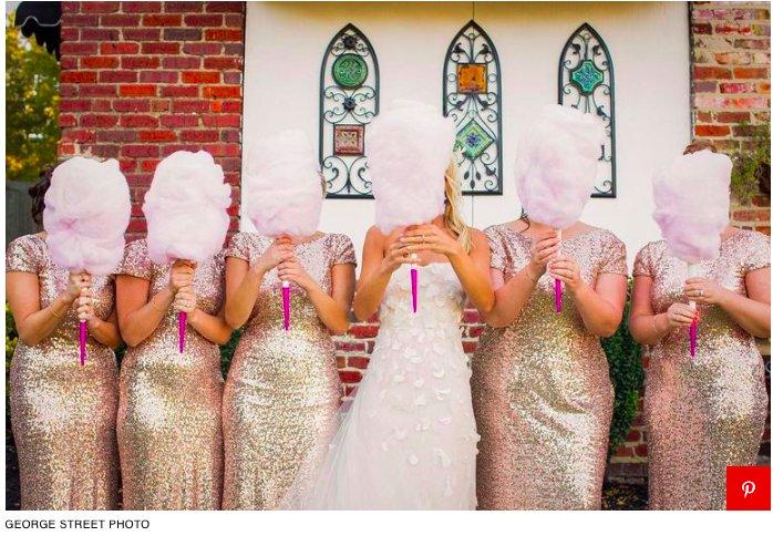 img 5c417a40c7ee8.png?resize=412,232 - Les mariées remplacent leurs bouquets de mariage par de la barbe à papa