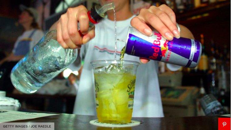 img 5c42fafa440cb.png?resize=412,232 - Une étude révèle que le mélange vodka Red Bull pourrait vous donner envie de vous battre