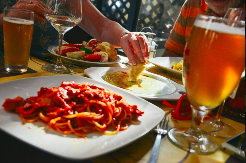 """img 5c45a39d6b334.png?resize=412,232 - Paris : La fille d'un parrain sicilien ouvre un restaurant et le nomme  """"Corleone"""""""