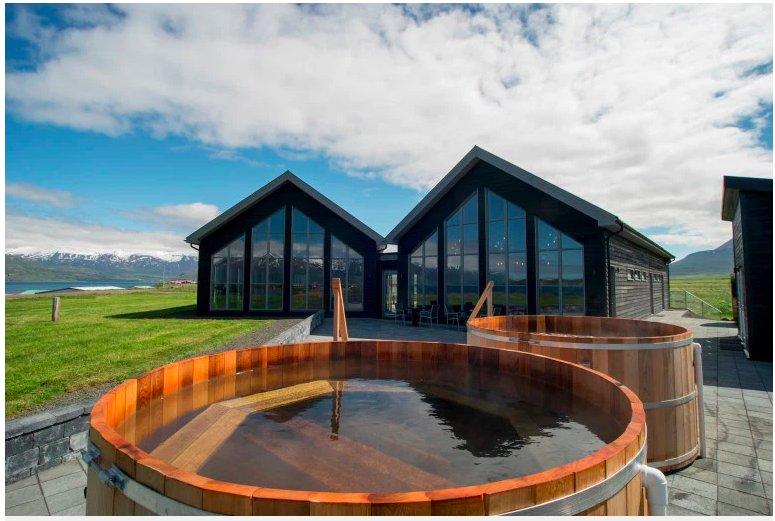 img 5c4773cee8ba2.png?resize=412,232 - Vous pouvez vous baigner nus dans une cuve de bière avec de l'alcool servi à volonté en Islande.