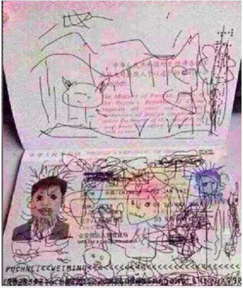 img 5c4f3875d03bf.png?resize=1200,630 - Un enfant dessine partout sur le passeport de son papa qui reste coincé en Corée du Sud.