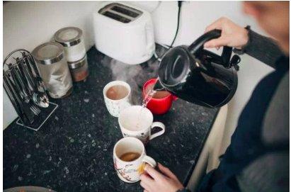 img 5c4f3a325e219.png?resize=412,232 - Plus de la moitié des gens ne font pas de thé ou café au travail pour éviter de le faire pour leurs collègues.
