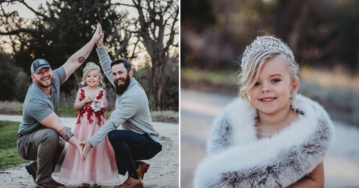 untitled design 38.png?resize=300,169 - Une petite fille pose avec son papa biologique et son beau-père dans une belle photo de famille