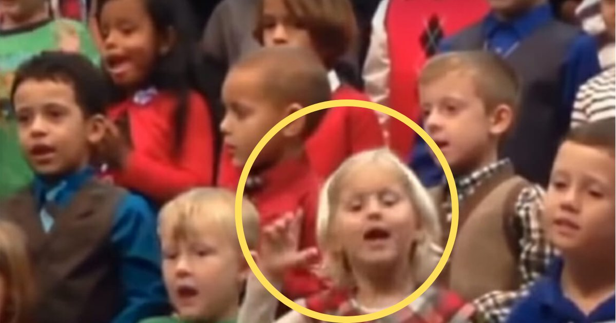 y2 2.png?resize=300,169 - Cette petite fille a fait sensation sur Internet en chantant une chanson de Noël en langue des signes pour ses parents sourds