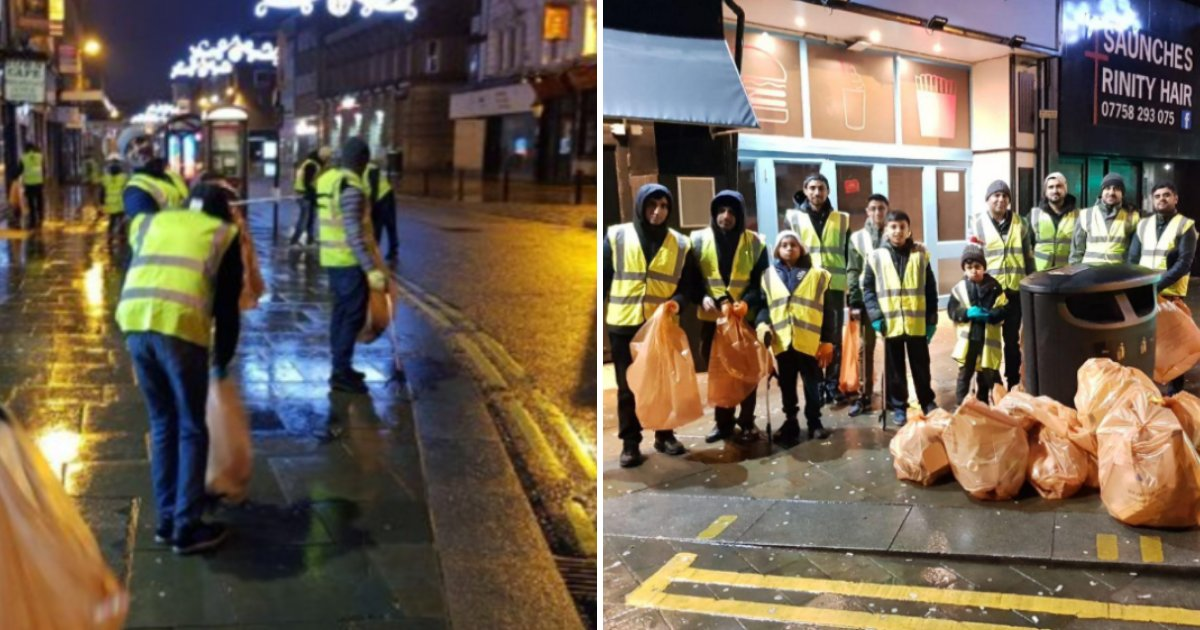 youngsters6.png?resize=412,232 - More Than 1,000 Young Muslims Clean Up Streets After New Year's Eve Celebrations