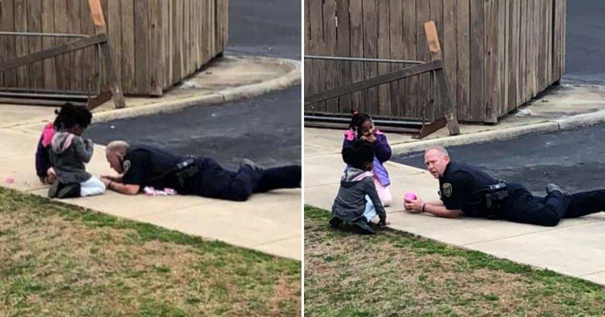 cop5.png?resize=412,232 - Un policier a été aperçu en train de jouer à la poupée avec des enfants après avoir répondu à un appel