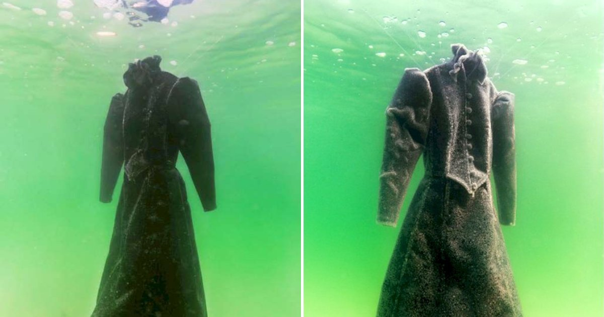 dress6.png?resize=1200,630 - Black Wedding Dress Left In Sea For Two Years Turns Into A Masterpiece